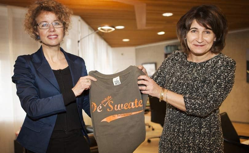 Minister Ploumen draagt eerlijke trui van Solidaridad