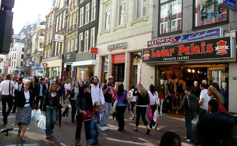 Kalverstraat nog steeds duurste winkelstraat