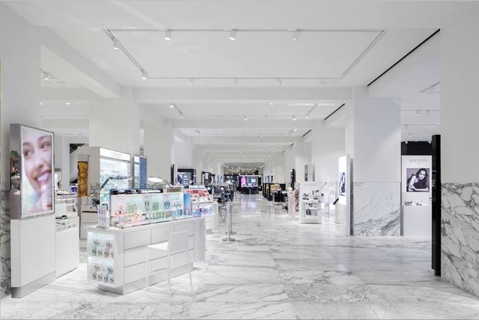 De Bijenkorf zet premium strategie door met vernieuwde luxe afdeling