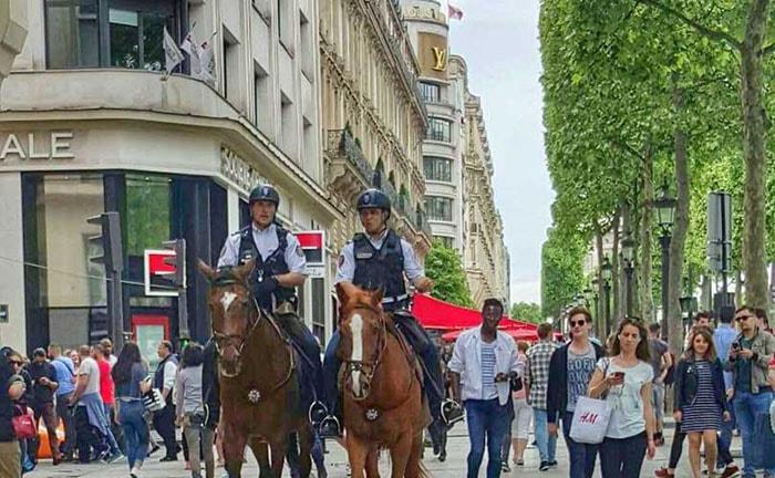 Franse luxewinkels mogen nu ook op zondag open