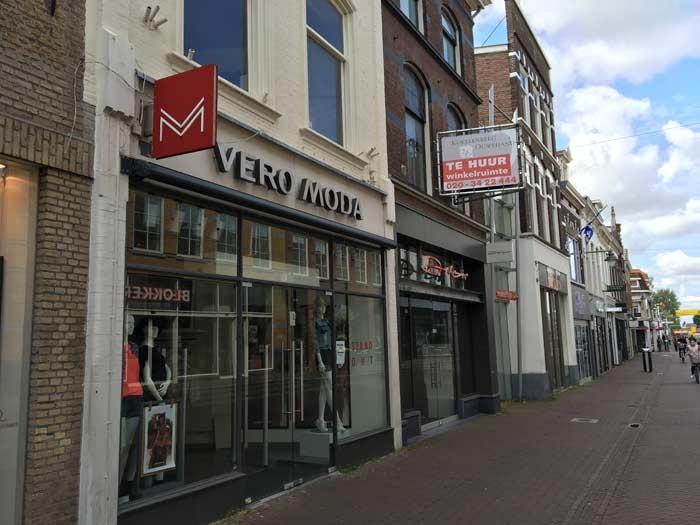 ABN Amro: Aantal passanten winkelstraat loopt terug