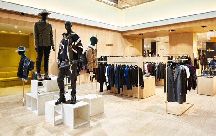 60f8d8a20e563c Kijken: de nieuwe luxe mannenafdeling van De Bijenkorf Amsterdam