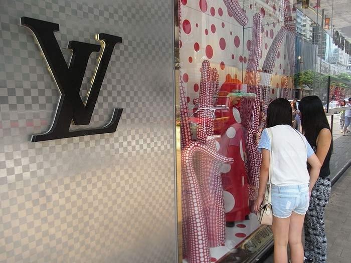 's Werelds duurste winkelstraten en wat Adidas, Chanel en Moncler daarvoor moeten verkopen