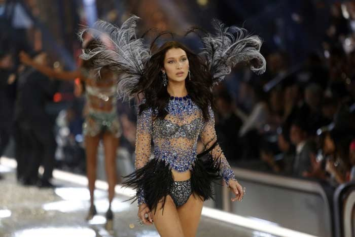 In beeld: de Victoria's Secret Fashion Show 2016 in Parijs