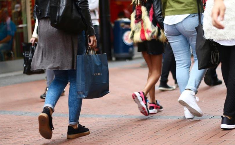 Een kater na het winkelen: 50 procent Europeanen koopt meer kleding dan nodig