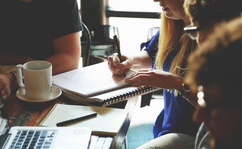 Welke drie eigenschappen worden door de meest succesvolle stagiairs gedeeld?