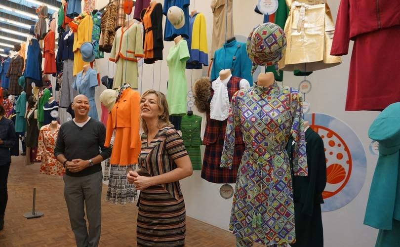 In beeld: Stewardessen-mode in de Kunsthal in Rotterdam