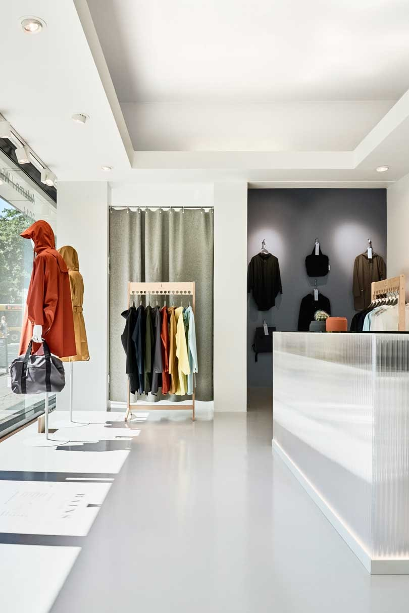 Rains opent concept store in Amsterdam