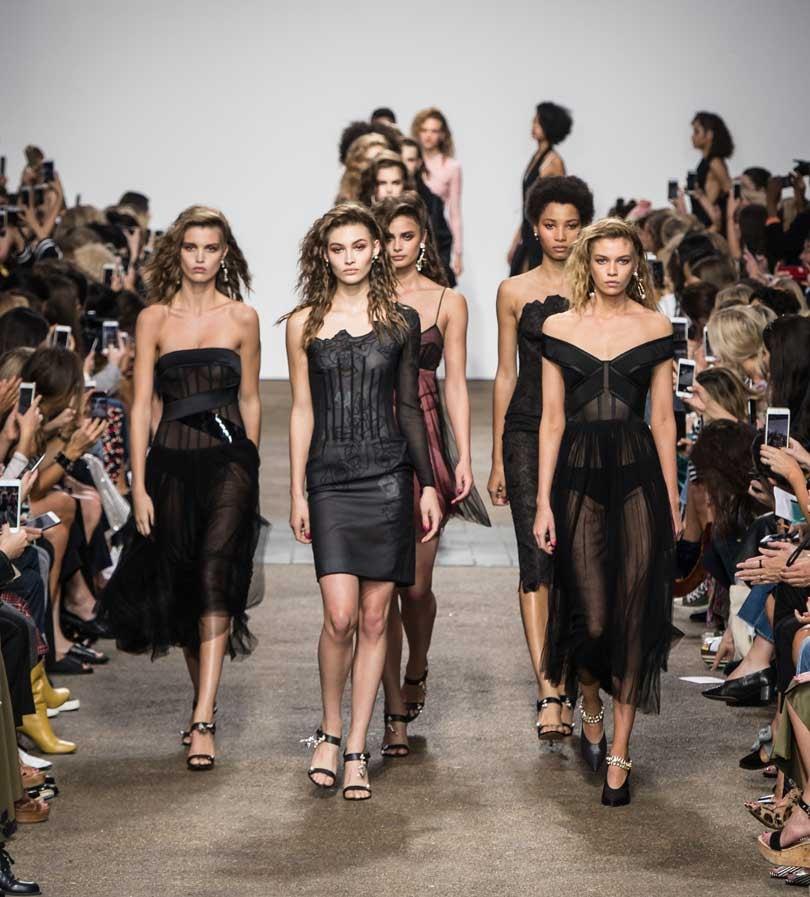 Tophop last pauze in van Londen Fashion Week
