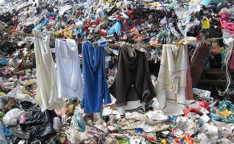 Hoe wegwerpbare kleding een milieuprobleem veroorzaakte