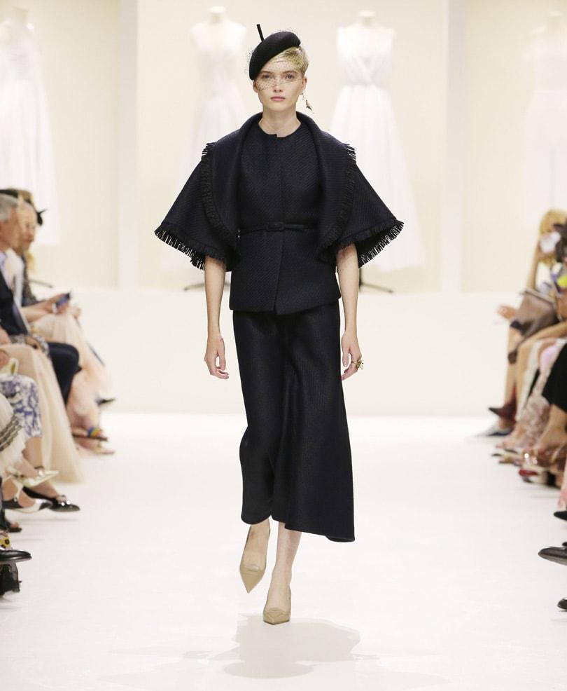 Een zwart kostuum als beste keus - de trends van Paris Haute Couture Week