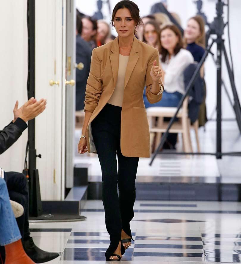 Victoria Beckham viert tienjarig jubileum op Londen Fashion Week