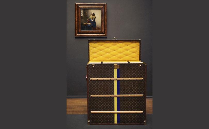 'Het melkmeisje' van Johannes Vermeer reist naar Tokio in Louis Vuitton-koffer