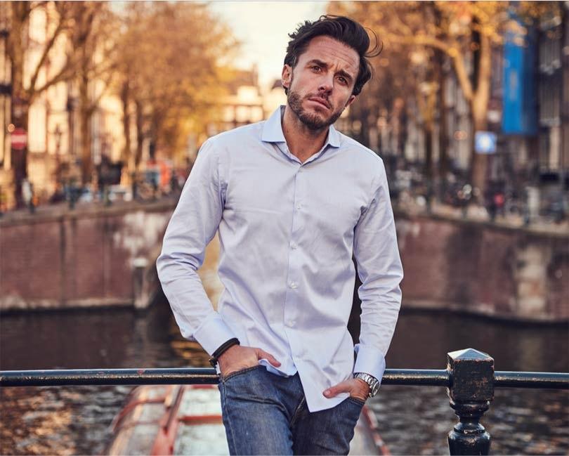 """Overhemdmerk Nølson: """"Jonge mannen hebben sokken, ondergoed én een overhemd in de kast"""""""