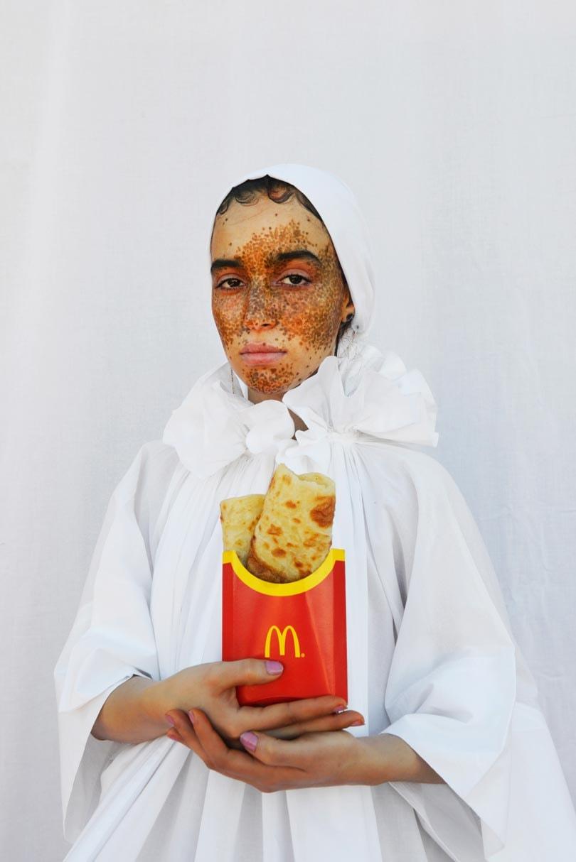 Mousganistan: de eerste solo-expositie van de modefotograaf Mous Lamrabat