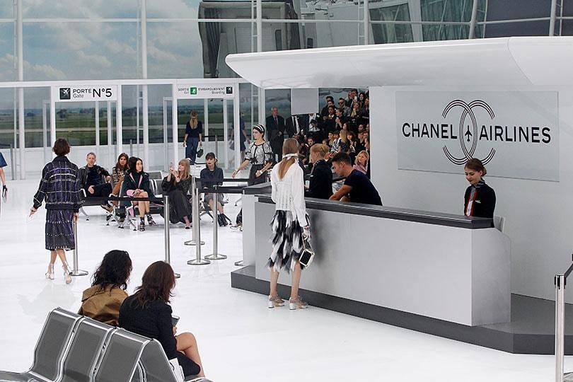 In beeld: Karl Lagerfeld's meest memorabele modeshows