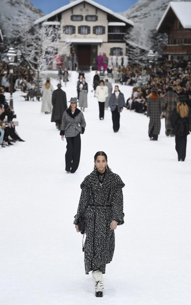 Minuut stilte bij laatste Chanel show van Karl Lagerfeld's hand
