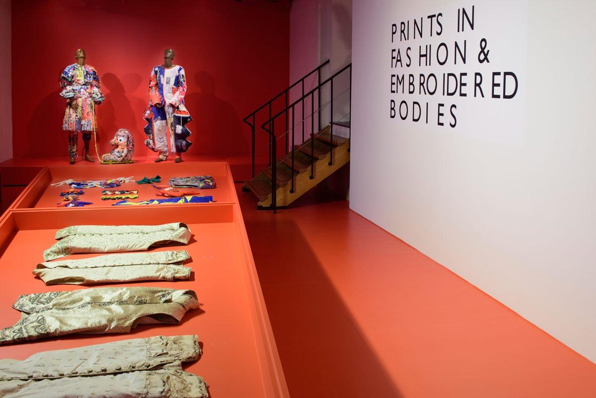 Van crinolinejapon tot collector's sneaker: Fashion Statements in Amsterdam Museum