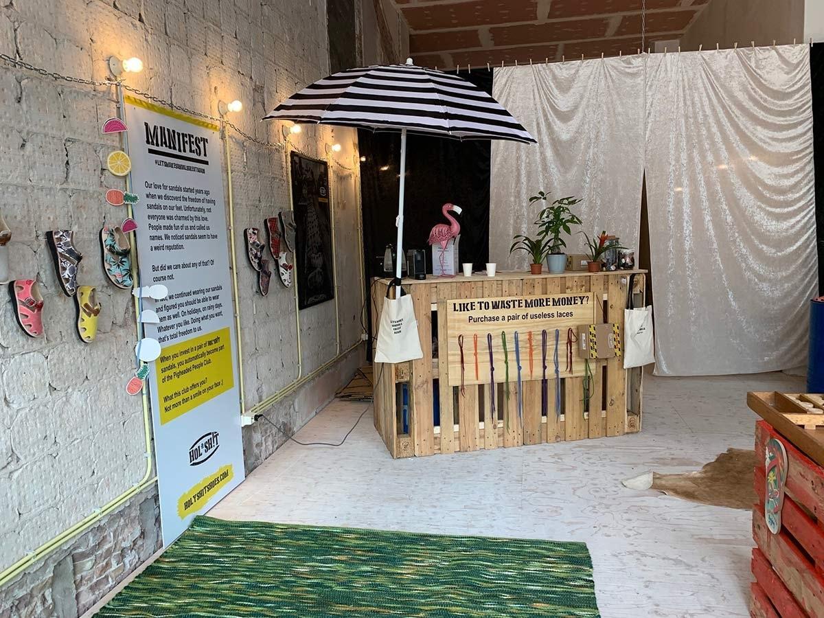 Hol* Sh!t opent eerste pop-upstore in Amsterdam; vier vragen aan het jonge sandalenmerk