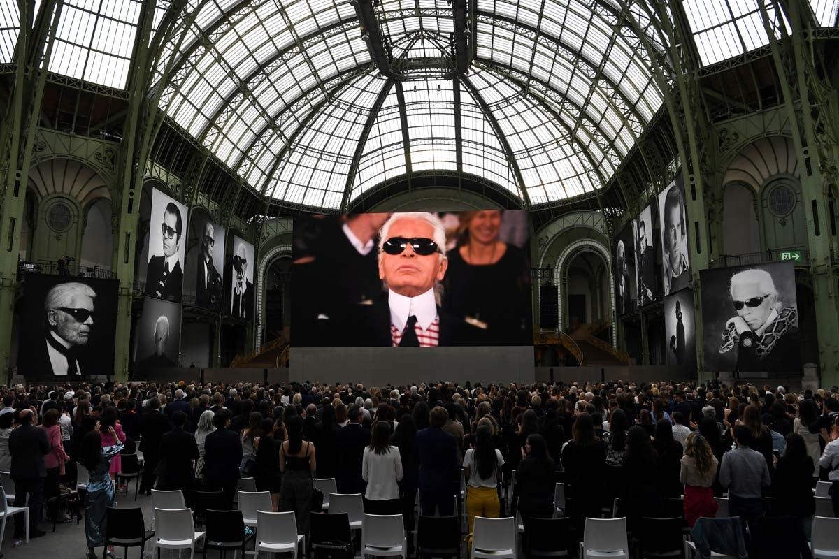 Mode elite brengt ode aan wijlen Karl Lagerfeld