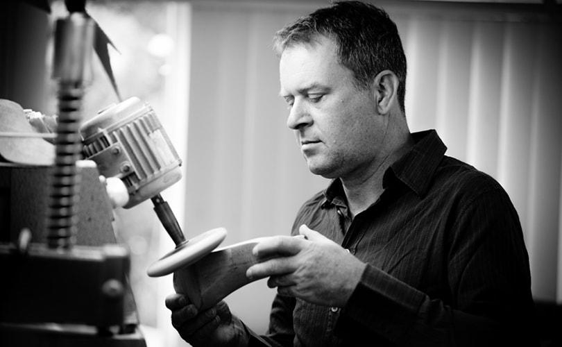 Wereldberoemde schoenmaker René van den Berg start cursus schoenmaken; 7 vragen aan