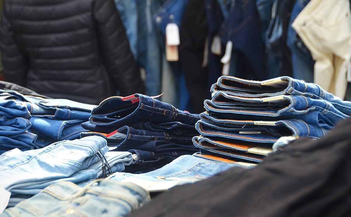 Spijkerbroeken verkopen doe je zo: vijf tips voor wie in de winkel staat