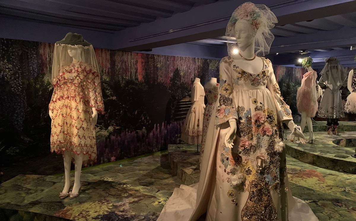 Tentoonstelling Smuk in Modemuseum Hasselt verlengd met drie maanden