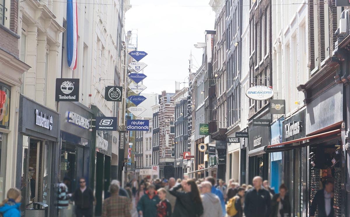 Causeway Bay in Hongkong opnieuw 's werelds duurste winkelstraat; Kalverstraat duurste Nederlandse straat - FashionUnited NL