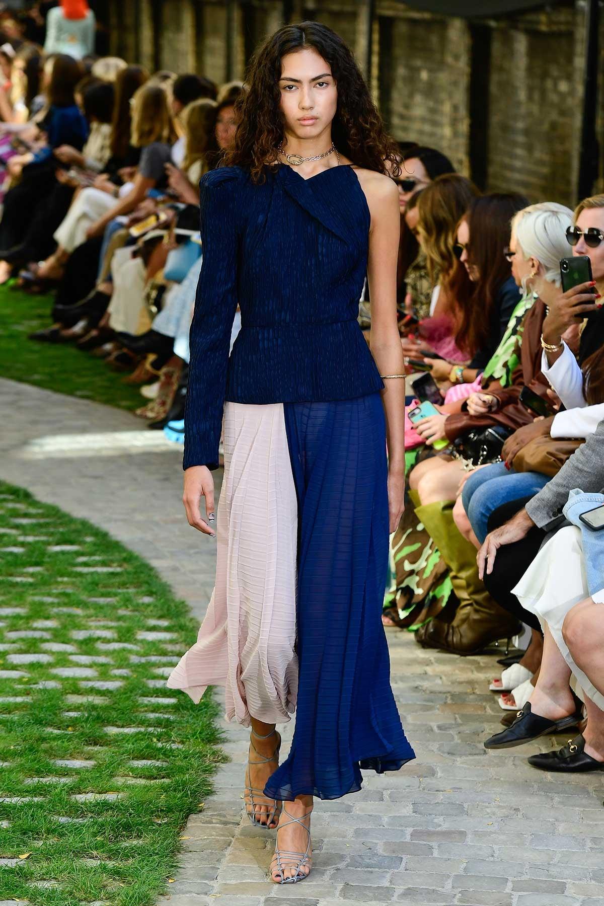 Gespot op de catwalk: De kleur van het jaar 2020 is Classic Blue