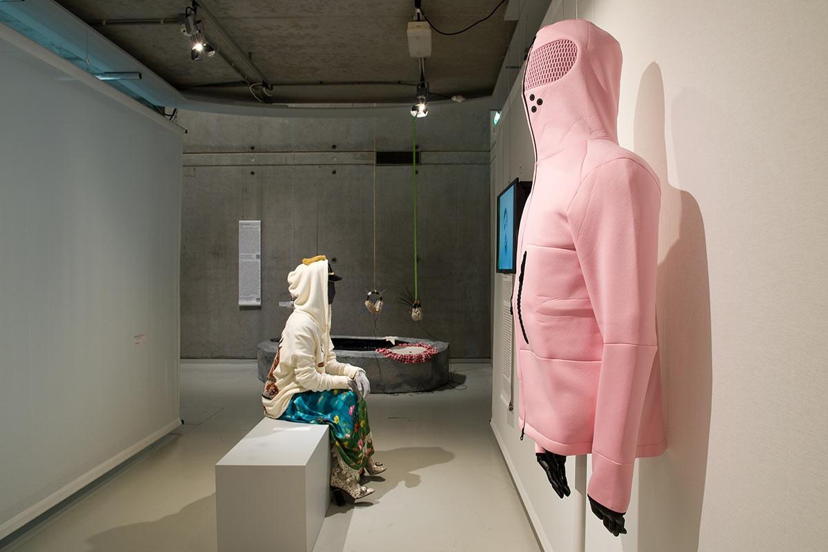 Nieuwe tentoonstelling 'The Hoodie' zoomt in op werelden rondom het kledingstuk