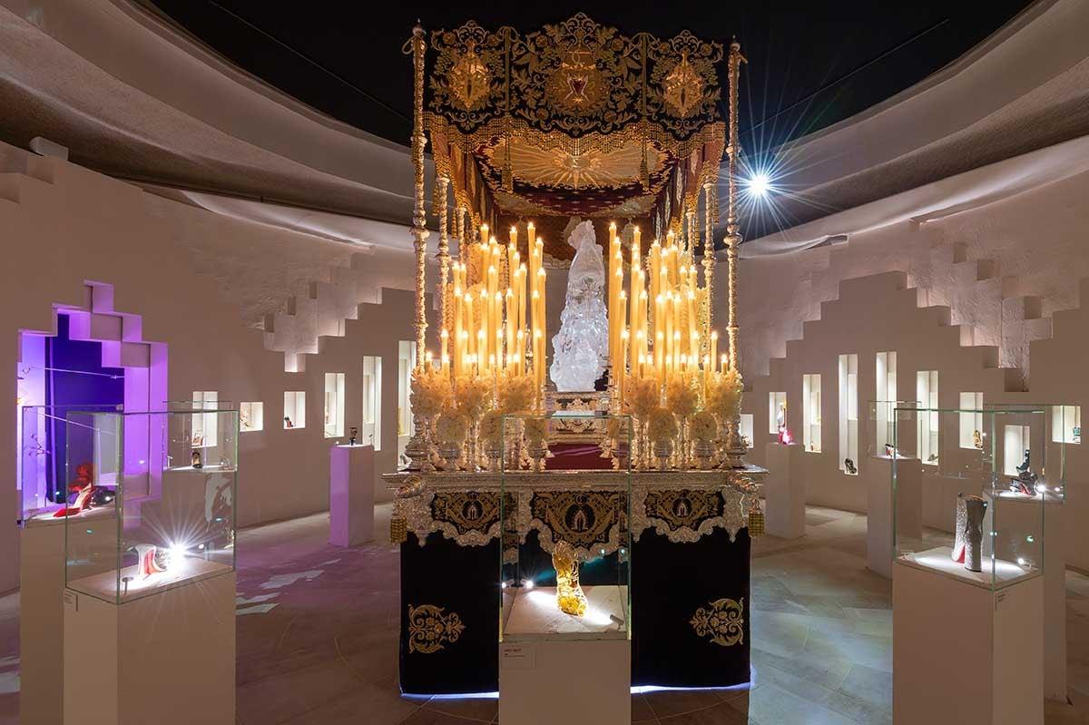 Binnenkijken bij de Christian Louboutin tentoonstelling in Parijs