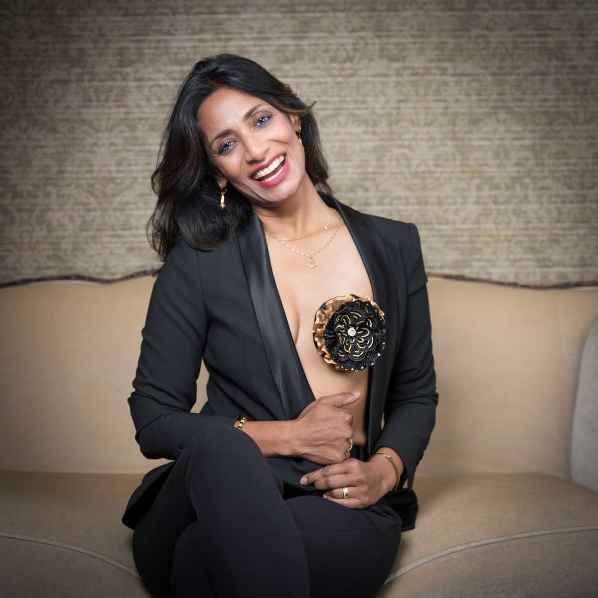 Kamroen Farzan lanceert Breastflower: Een borstjuweel voor vrouwen met een borstamputatie