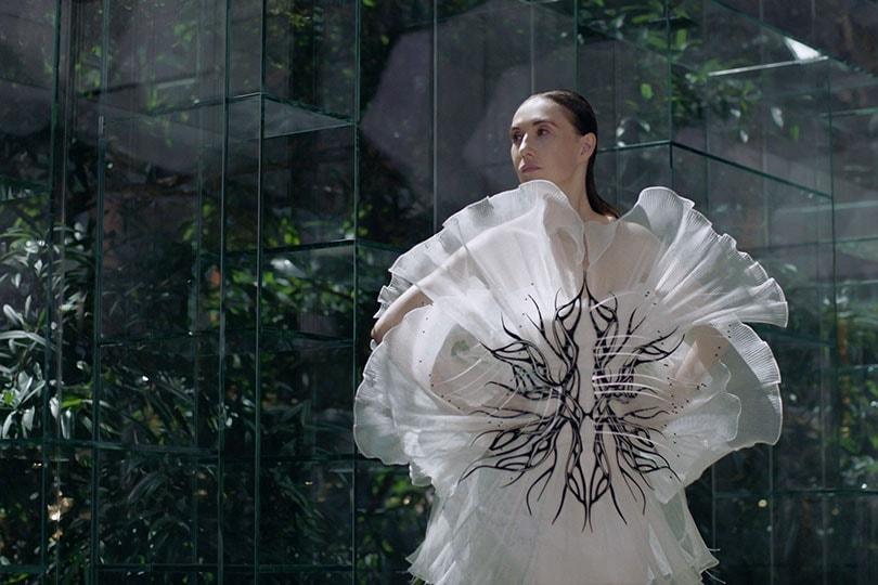 Eerste dag digitale couture week: indrukwekkende visuals, fashion films en een kijkje achter de schermen