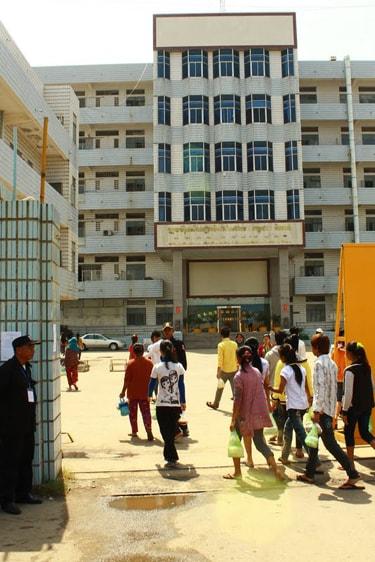 Modemerken beloven beterschap in Cambodja