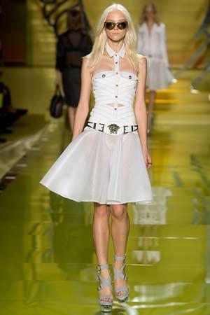 Versace zoekt versterking