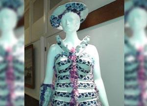 Porseleinen jurk in de veiling